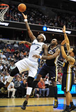 Washington Wizards' Andray Blatche drives to the basket in Washington