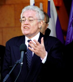 French Prime Minister Lionel Jospin speaks at Jerusalem press conference.