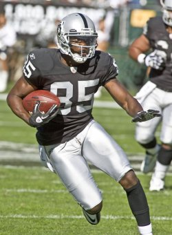 Raiders Darrius Heyward-Bey makes 30 yard run in 33-3 win over Seahawks in Oakland, California