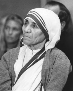Mother Teresa attends International Eucharistic Congress