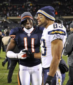 Bears Williams and Chargers Jackson shake hands in Chicago