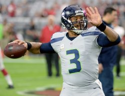 Seahawks' Wilson throws pass to warm up