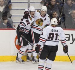 Chicago Blackhawks beat Vancouver Canucks 7-1 in Vancouver