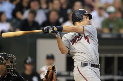 Twins Mauer hits two-run homer against White Sox in Chicago