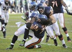 Bears Toeaina, Urlacher tackle Seahawks Lynch in Chicago