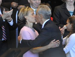 Emanuel kisses wife in Chicago