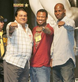 DE LA HOYA AND MAYWEATHER WEIGH IN FOR FIGHT AT MGM GRAND