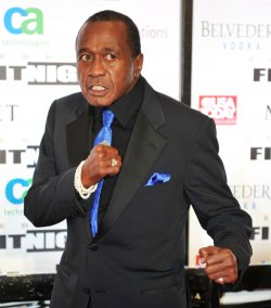 Ben Vereen shows off his boxing form at Celebrity Fight Night in Arizona