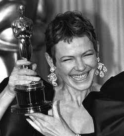 Dianne Wiest receives Oscar for best Supporting Acctress