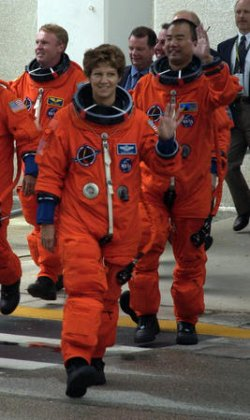 CREW HEADS FOR DISCOVERY