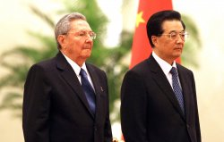 Castro and Hu attend welcoming ceremony in Beijing