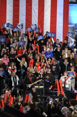 Sen. McCain campaigns at final pre-election rally in Prescott, Arizona