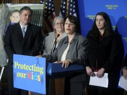 Senators speak on toxic toys in Washington