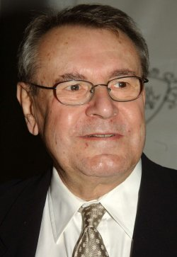 MILOS FORMAN ATTENDS THE NATIONAL BOARD OF REVIEW 2004 AWARDS GALA