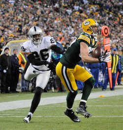 Packers Nelson catches touchdown pass against Raiders in Green Bay, Wisconsin
