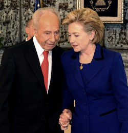 File Photo of Israeli President Shimon Peres With US Secretary Of State Hillary Clinton