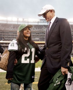 "Nicole ""Snooki"" Polizzi talks to New York Jets owner Woody Johnson at New Meadowlands Stadium in New Jersey"