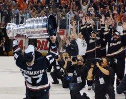 2007 STANLEY CUP FINALS ANAHEIM DUCKS VS OTTAWA SENATORS GAME 5 IN ANAHEIM, CALIFORNIA