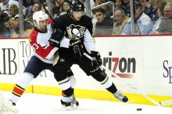 Penguins Neal keeps Panthers Weaver away from puck in Pittsburgh