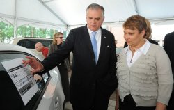 New fuel efficiency stickers for cars unveiled in Washington