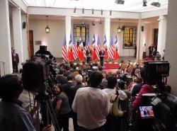 U.S. President Barack Obama and Chile's President Sebastian Pinera speak to the press in Santiago