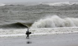 Hurricane Irene causes high waves in Atlantic City