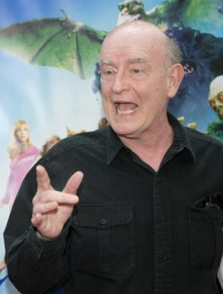 """CAST MEMBER PETER BOYLE ARRIVES AT PREMIERE OF """"SCOOBY-DOO 2"""""""