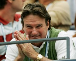 JIMMY CONNORS WATCHES RODDICK VS SERRA AT US OPEN MATCH