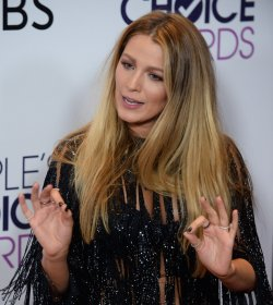 Blake Lively garners award at the People's Choice Awards in Los Angeles