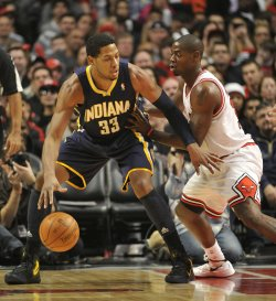 Pacers Granger posts up on Bulls Brewer in Chicago