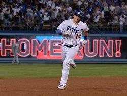 Dodgers' Kike Hernandez hits two-run homer against Mets in Los Angeles