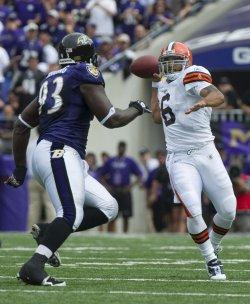 Browns' quarterback Seneca Wallace passes in Baltimore