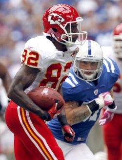 Chiefs Bowe Scores Past Colts Angerer