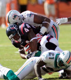 Texans Ben Tate tackled in Miami