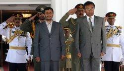 Iran's President Mahmoud Ahmadinejad meets his Pakistani counterpart in Islamabad