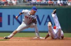Mets' Matt Reynolds tags out Nationals' Michael Taylor