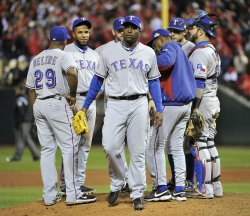 Rangers Oliver leaves game 6 of the World Series in St. Louis