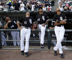 White Sox's Munoz, Vizquel, Jones and Rios look to the sky in Chicago