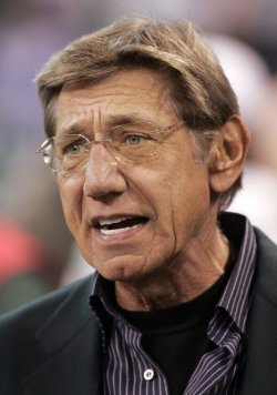 Jets Legend Namath Watches Warm-ups