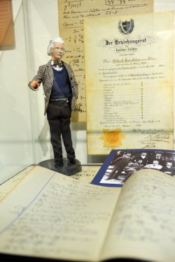 Albert Einstein Archives Website Launched At Hebrew University