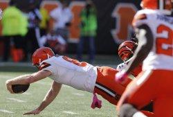 Browns quarterback Kevin Hogan dives for the touchdown