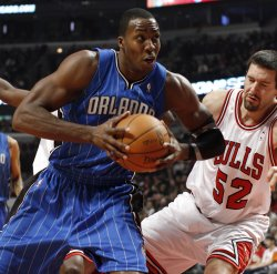 Magic's Howard gets rebound from Bulls' Miller in Chicago