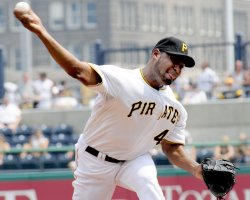 Pirates Jose Veras pitches in Reds 3-1win in Pittsburgh