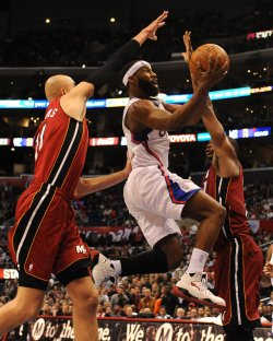 Baron Davis scores over Miami Heat
