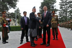 Afghan president Karzai welcomes Norwegian PM Stoltenberg in Kabul