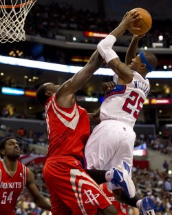 Los Angeles Clippers Mo Williams is fouled by Houston Rockets' Samuel Dalembert in Los Angeles