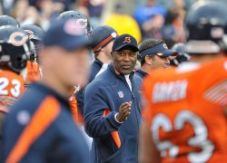 Bears coach Smith talks to players in Chicago