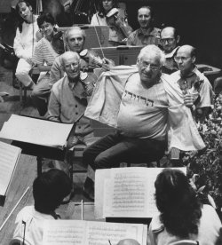 "Leonard Bernstein shows off his shirt with ""Harvard"" spelled in Hebrew"