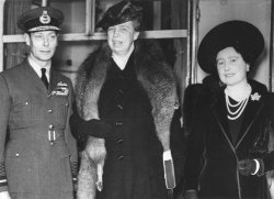 Elenator Rosoevelt meets with King George VI and Queen Elizabeth to study British War conditions