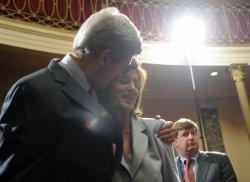 Paul Kirk sworn-in into Sen. Edward Kennedy Senate seat in Washington